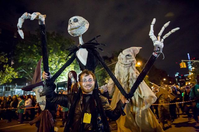 HalloweenParade2014-TodSeelie-54